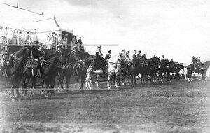 Высший офицерский состав готовится к принятию парада юнкеров у царского валика.
