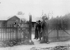 Члены суда и охрана у дома, где жил М.Я. Герценштейн.