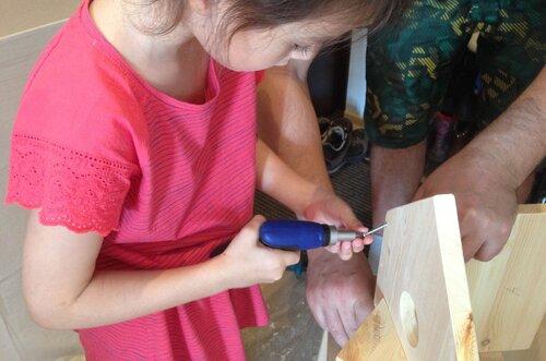Шаг 6. Скрепим лицевую деталь и боковые стенки.