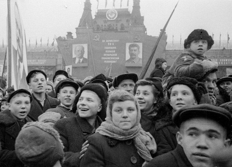 Из архива «Известий». Демонстрация на Красной площади, 7 ноября 1945 года.