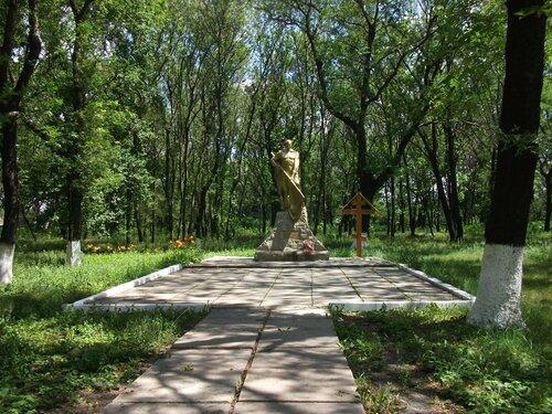 Братская могила а парке Горького