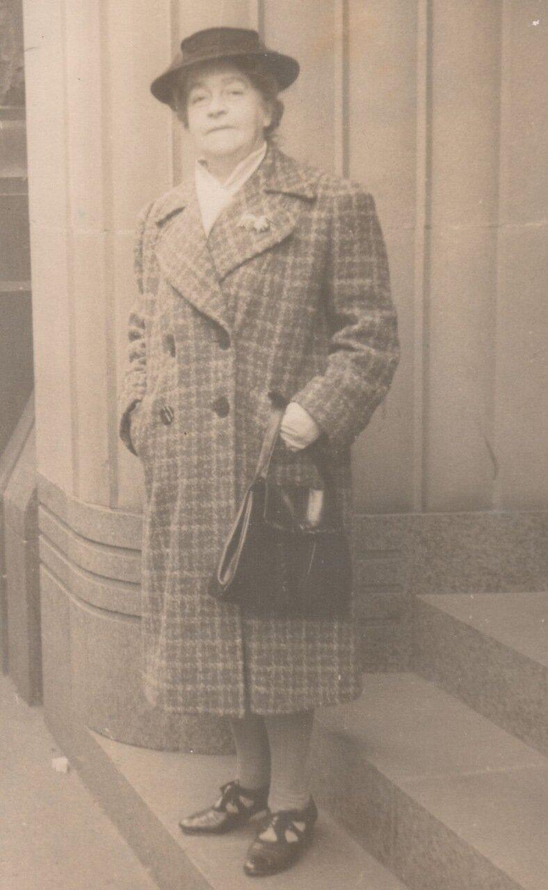 1942. Лили Холл в Сиднее