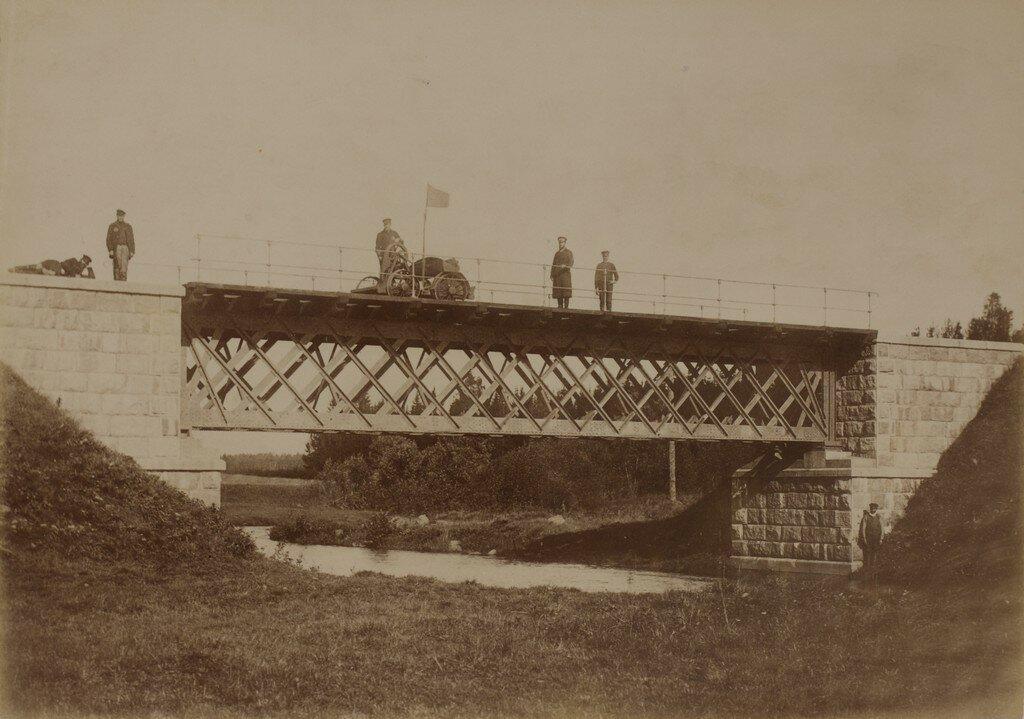 Железнодорожный мост через реку Ярну