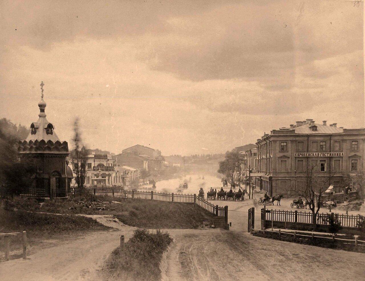 37.Вид части Европейской (другие названия - Конная, Театральная) площади; справа - гостиница Европейская (после 1851 г., проект архитектора А.В.Беретти)