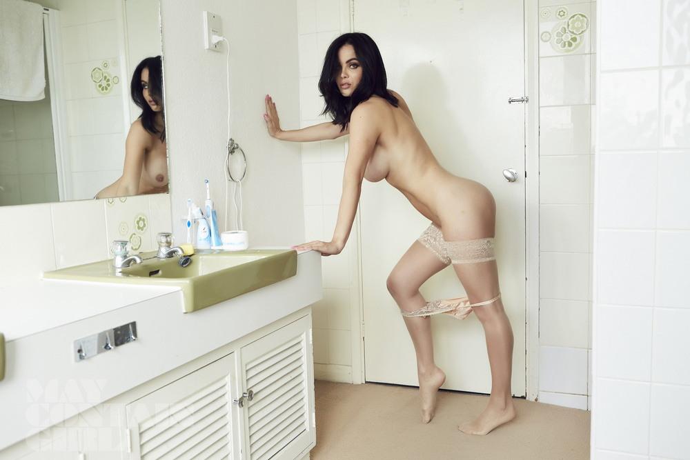 Эмма Гловер в откровенной фотосессии