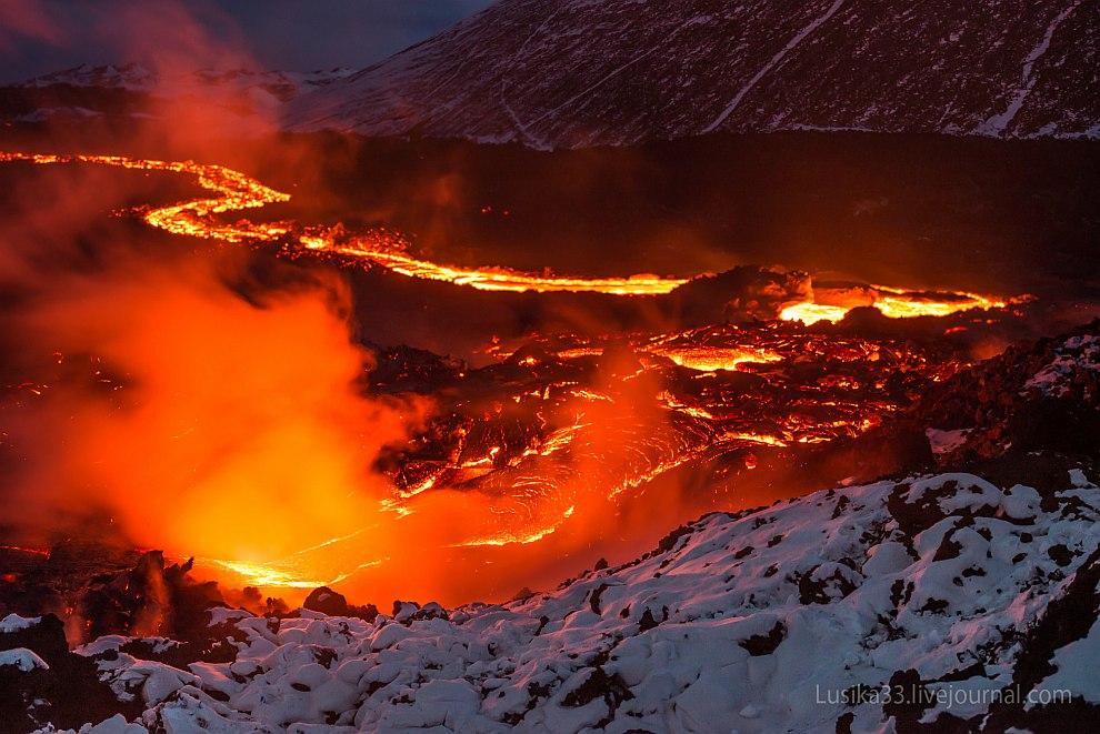 Извержение вулкана Толбачик на Камчатке.