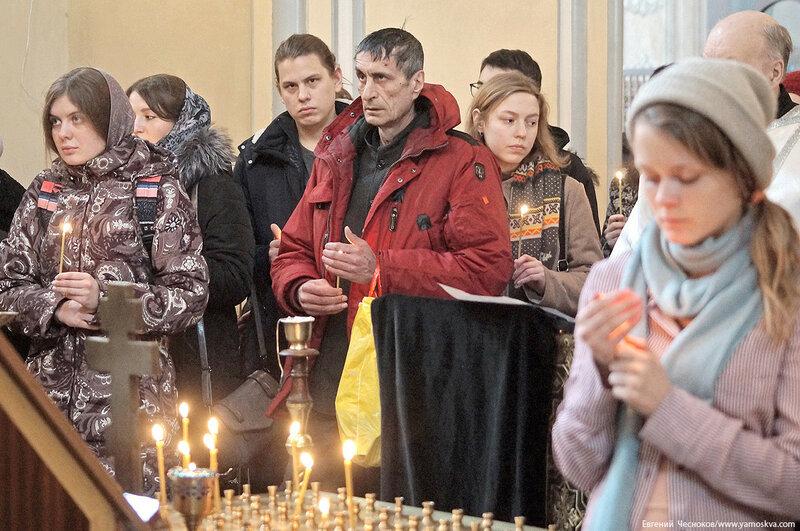 Храм. Друзья на улице. 04.03.18.05..jpg