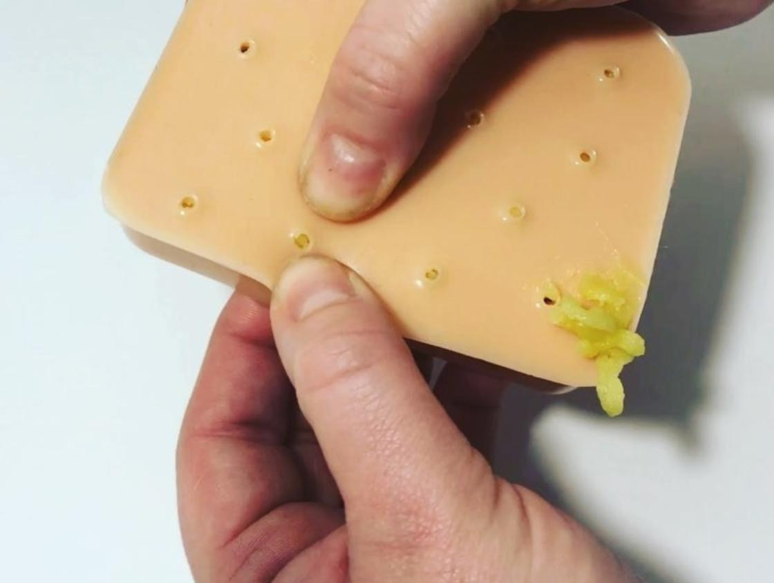 This disgusting gadget allows you to endlessly pop pimples (8 pics)