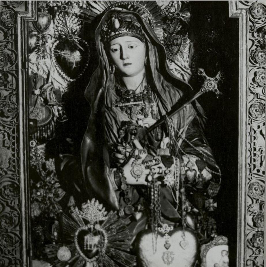 Иерусалим. Статуя Богородицы, украшенная драгоценными камнями
