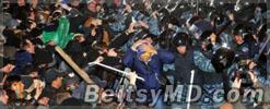 Протест в Киеве против избиения одного из лидеров оппозиции