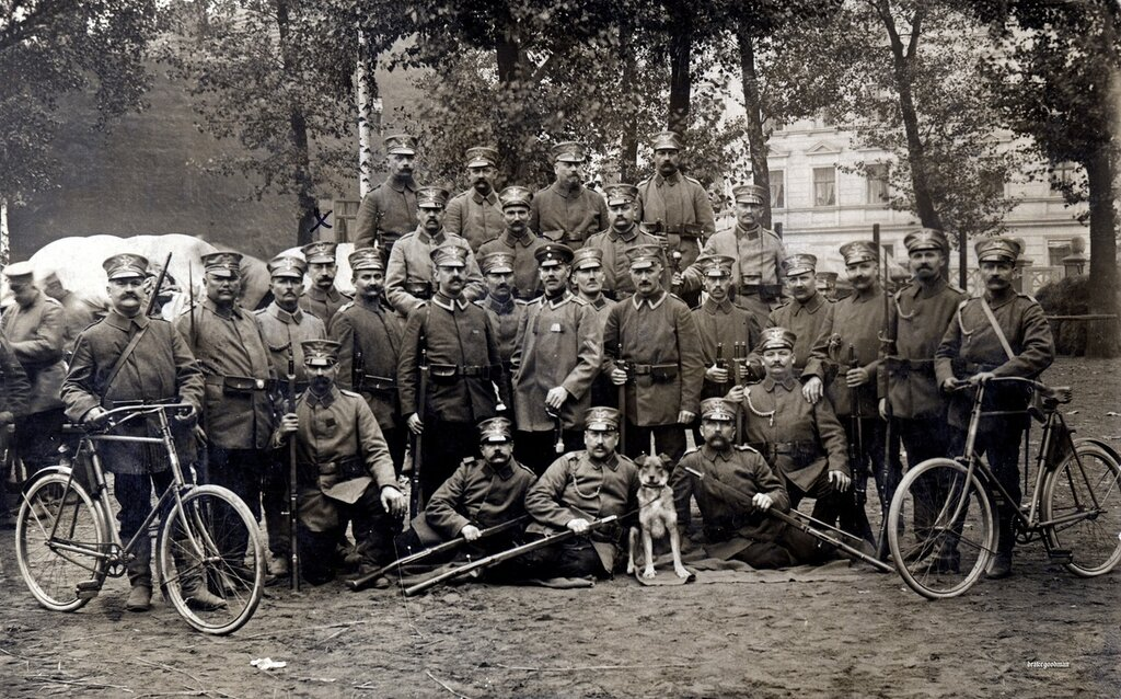 A platoon of infantrymen from an unidentified Saxon Landsturm battalion, circa early 1915