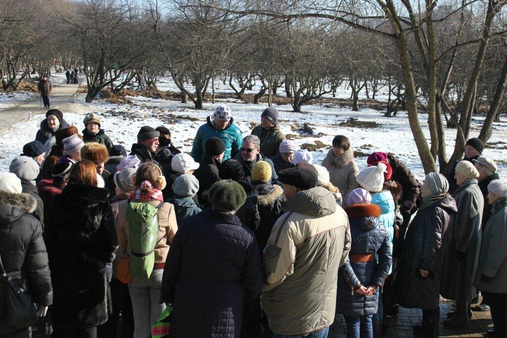Сход граждан против вырубки яблоневого сада в Коньково