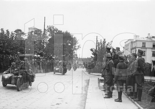 Parade during the withdrawal of the Germans from Brest-Litovsk, 1939
