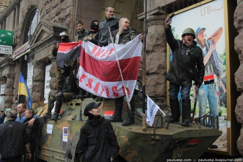 Над горсоветом Славянска поднят флаг Украины. Город освобожден от террористов - Цензор.НЕТ 5407