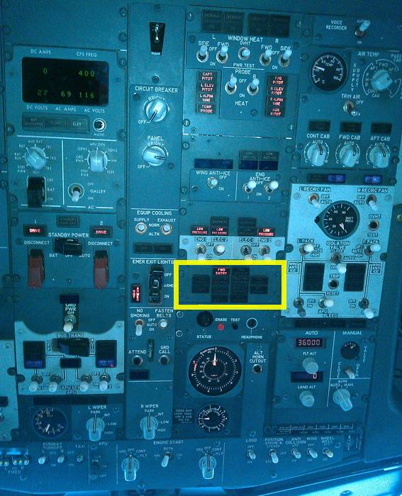 Как устроен аварийный выход на крыло Boeing-737