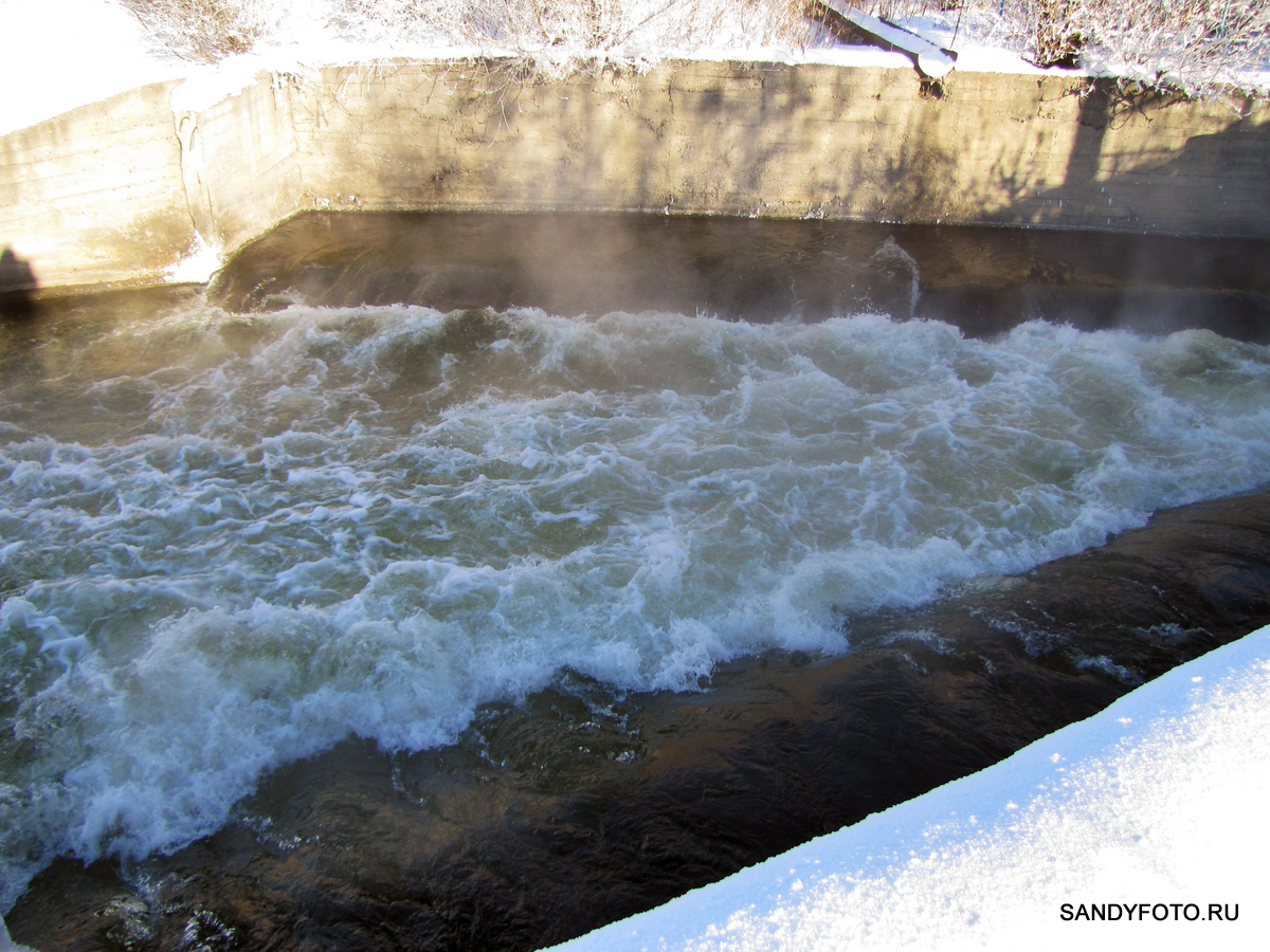 Водосброс Троицкой ГРЭС зимой