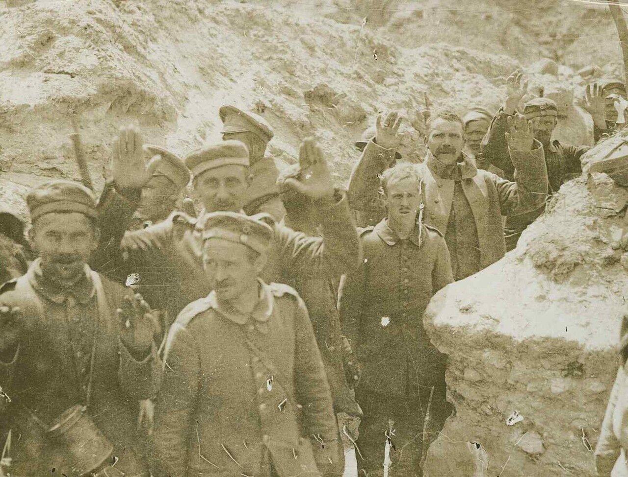 1917. Захваченные в окопах