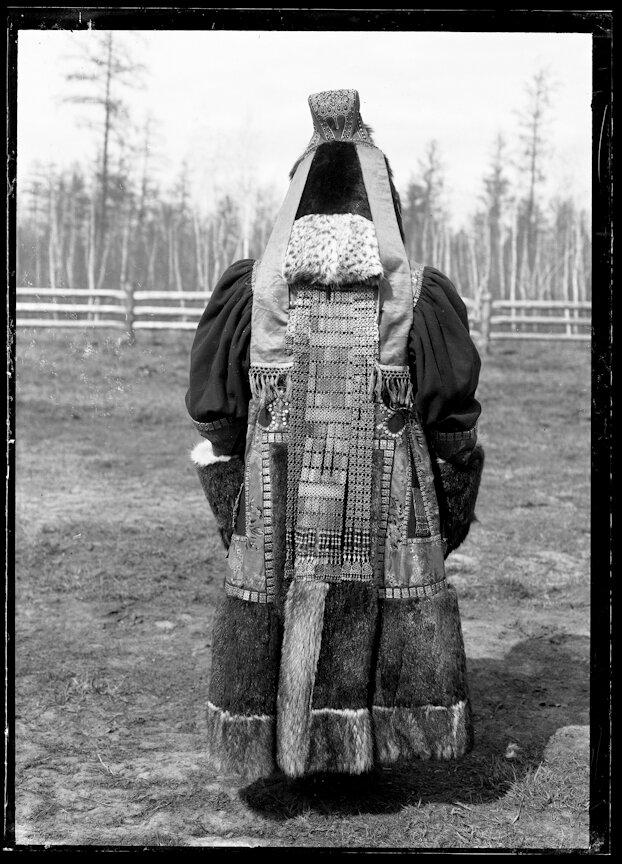 Одежда богатой якутки. 1902