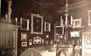 Имение князя Кочубея. Интерьеры дворца. Уголок кабинета княгини