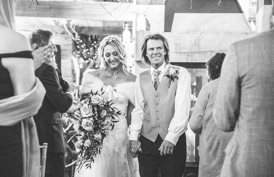 Снежная погода придала шарма свадьбе британской пары