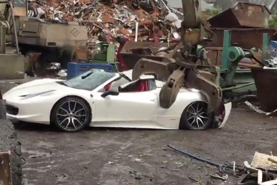 Душераздирающие кадры: полиция изъяла и уничтожила Ferrari за 280 тысяч долларов