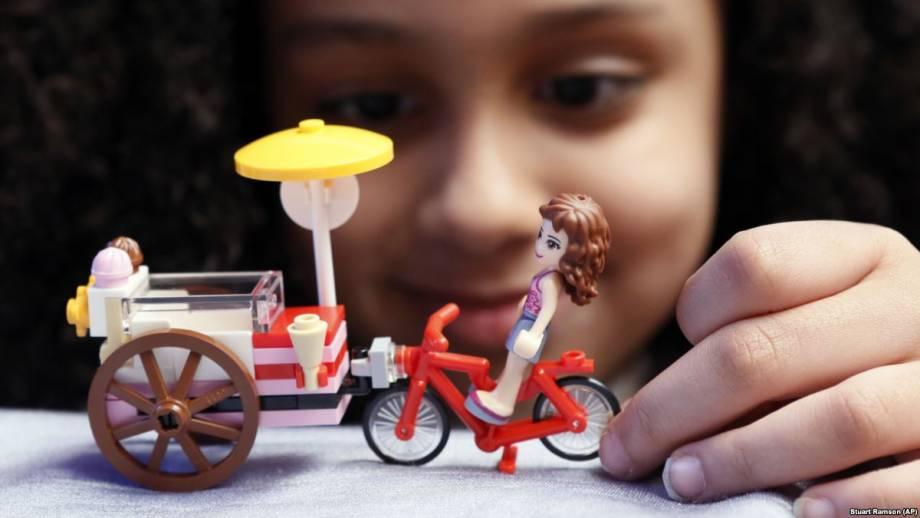 МОН: все первые классы в Украине получат наборы LEGO для обучения