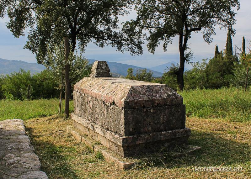 Монастырь расположен в живописном месте