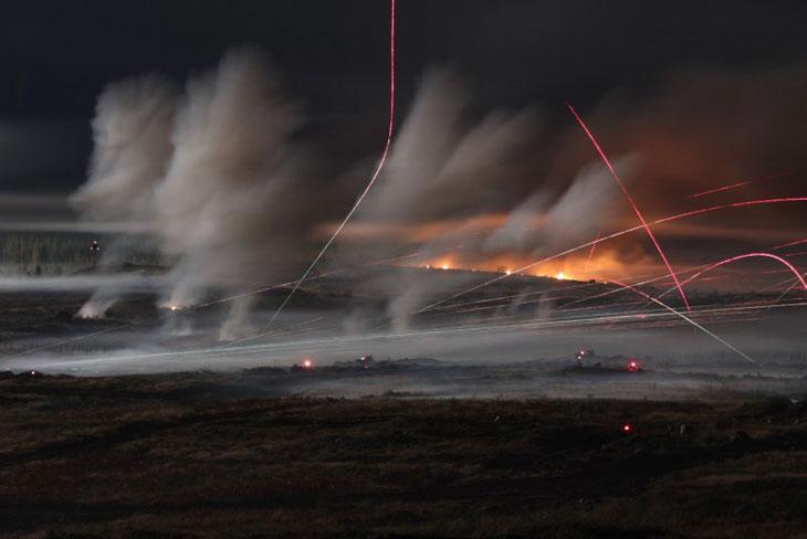 """""""Звездные войны"""": необычные фотографии ночного боя (20 фото)"""
