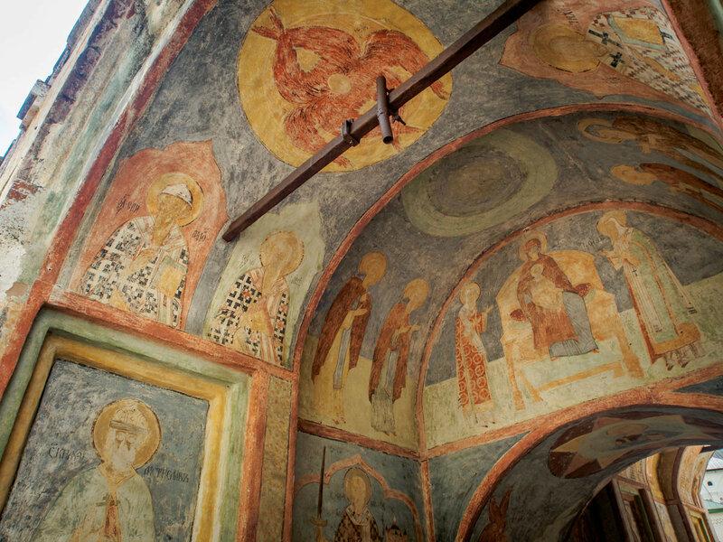 """Роспись была исполнена в 1585 г. """"старцем Александром со своими учениками со Омелином да с Никитою""""."""