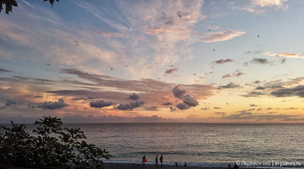 очень красивый закат в Гагре