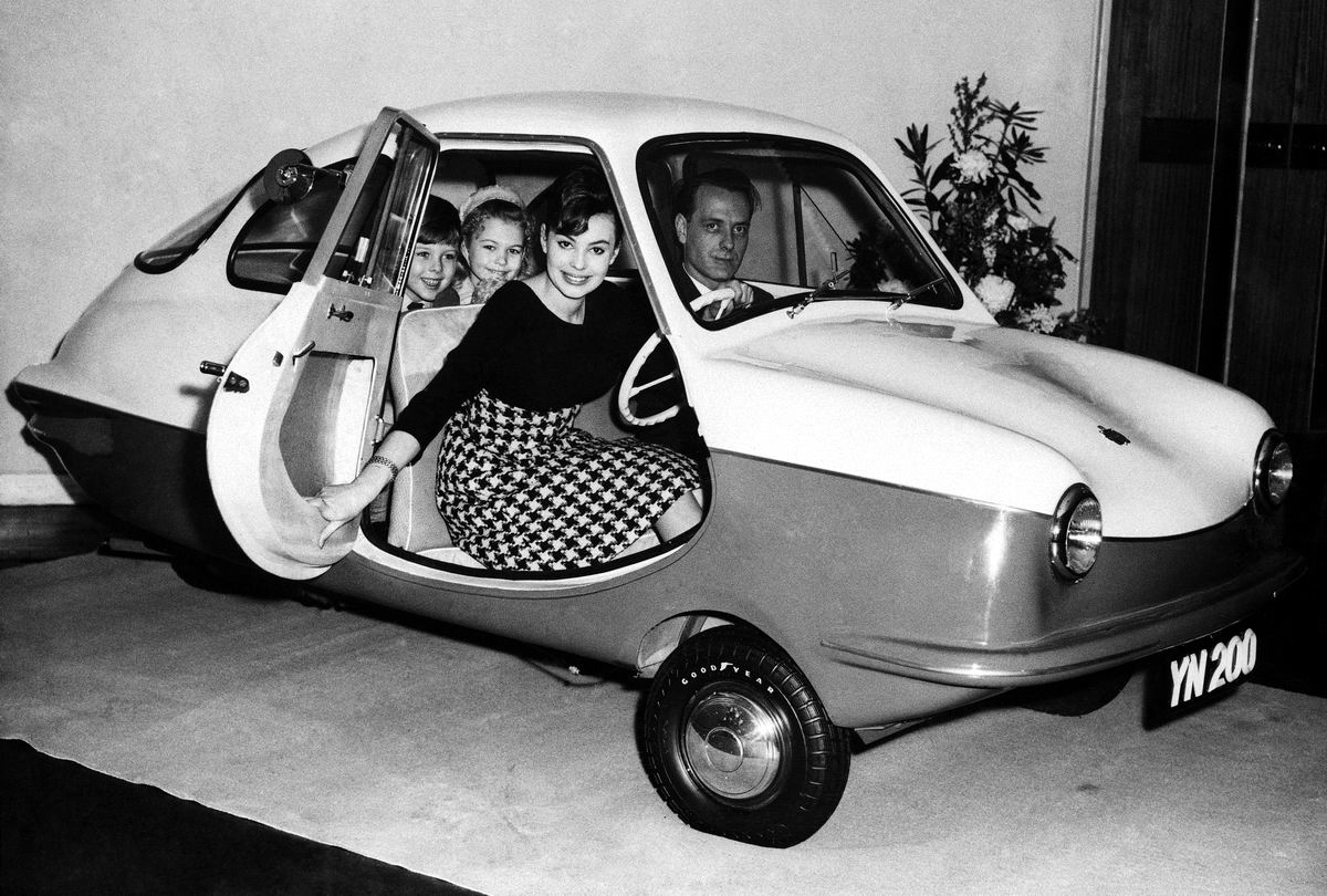 На трехколесной каракатице: Британский семейный авто (1959 год)