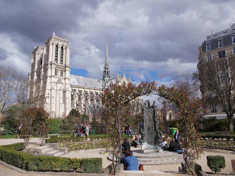 Париж, 8 марта