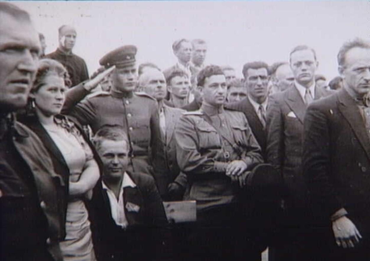 1945. Русские солдаты посещают Холбек после освобождения 5 мая