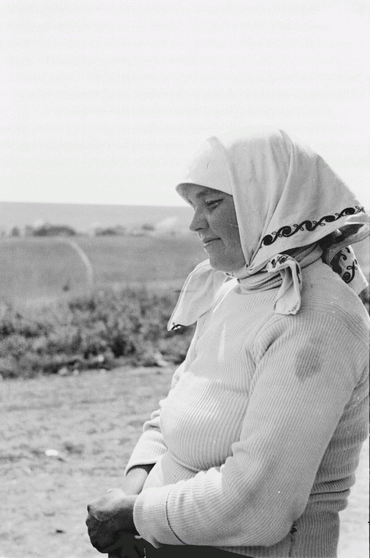 Портрет молодой крестьянки в профиль