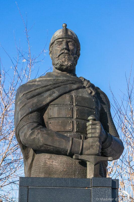 Памятник князю Дмитрию Пожарскому. Зарайск.
