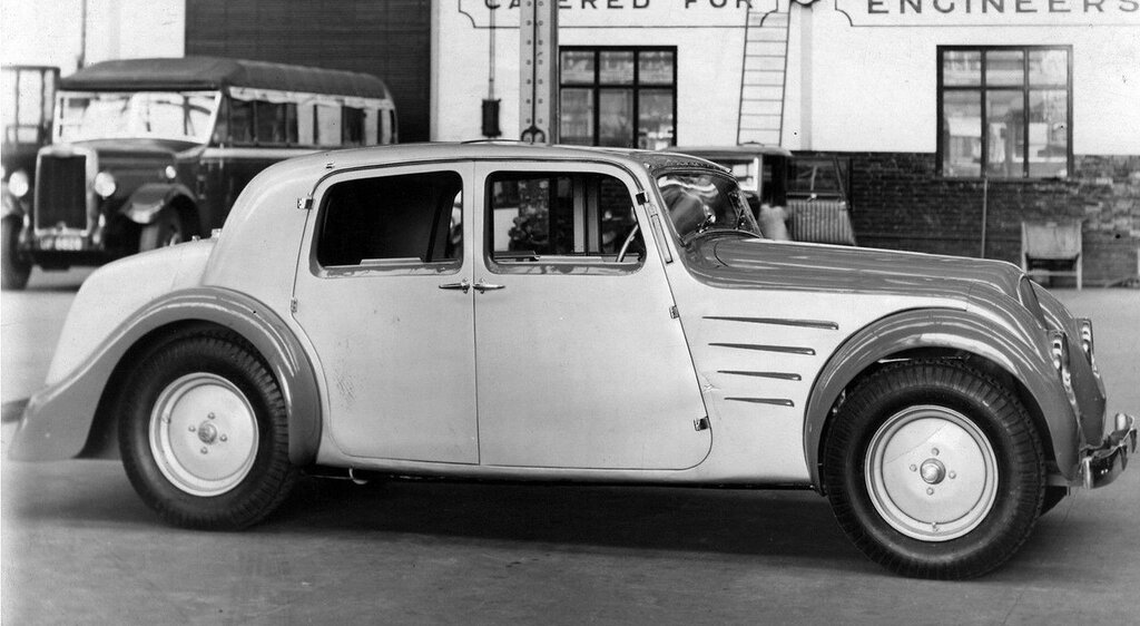 1933 Tatra with body by Harrington 1.jpg
