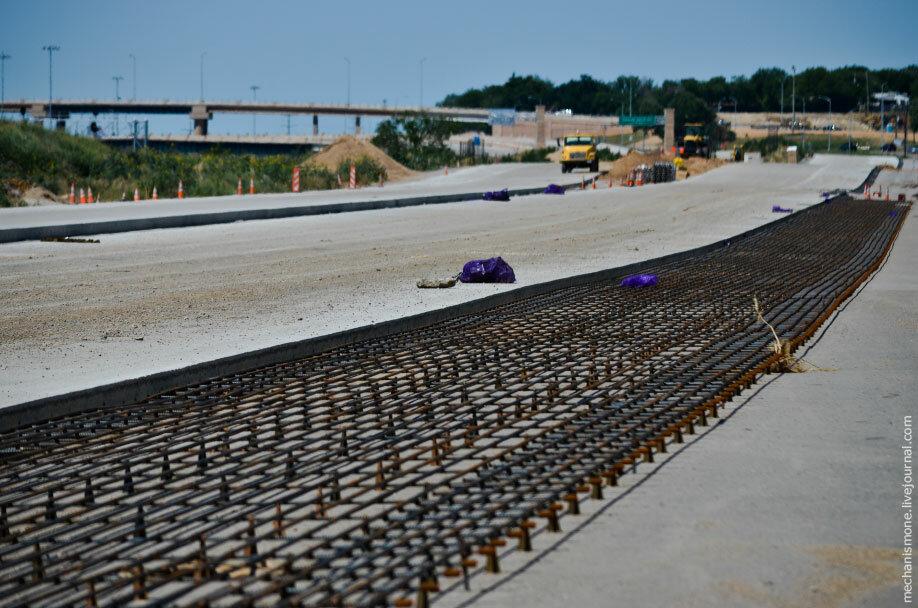 Машины для демонтажа бетонного основания дороги