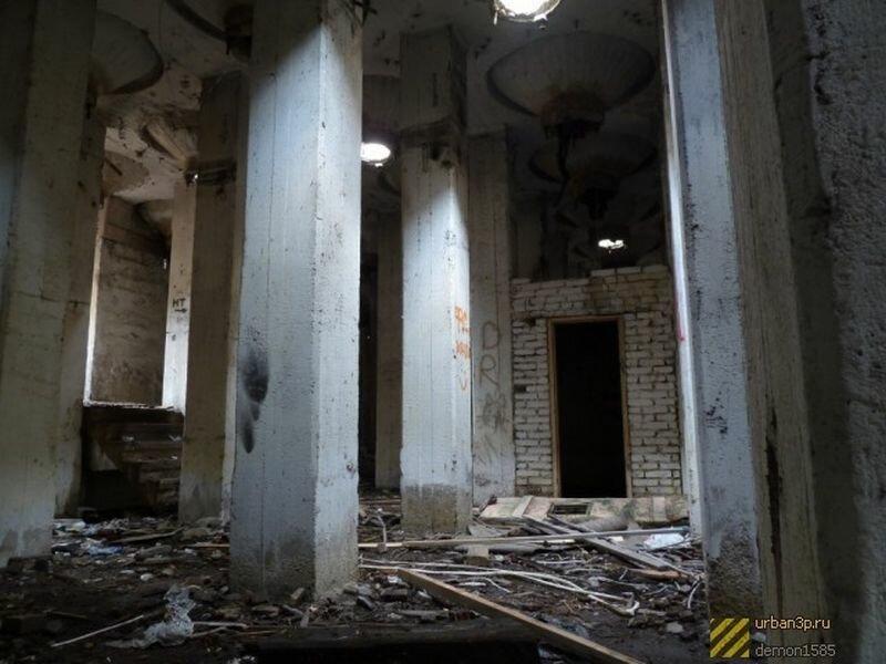 Внутри здания (07.06.2013)