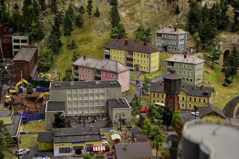 Гранд макет: обшарпанные жилые дома рабочих поселков промзоны