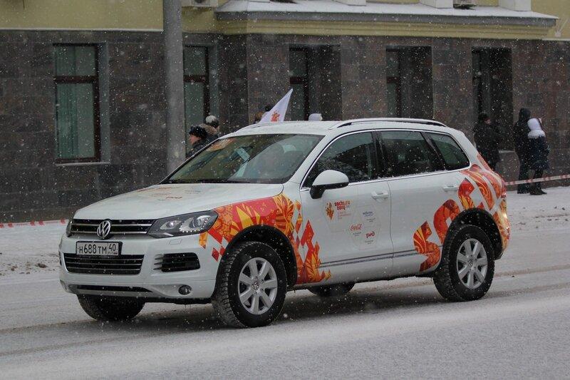 Эстафета олимпийского огня в Кирове: фольксвагеновский олимпимобиль