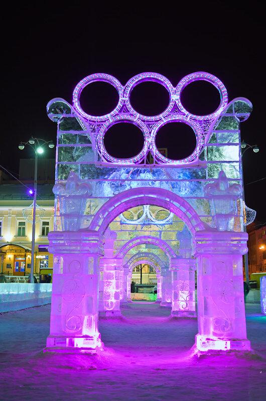 Фотография 2. Как удалить людей на снимке. Ледовый городок-2014 в Екатеринбурге посвящен зимним Олимпийским играм в Сочи