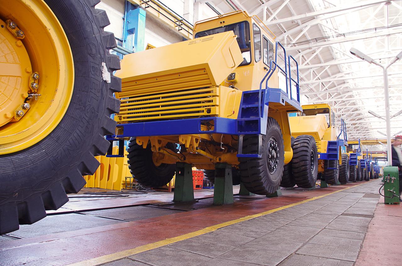 0 9284d 209d30e7 orig Как делают гигантов    БелАЗы.