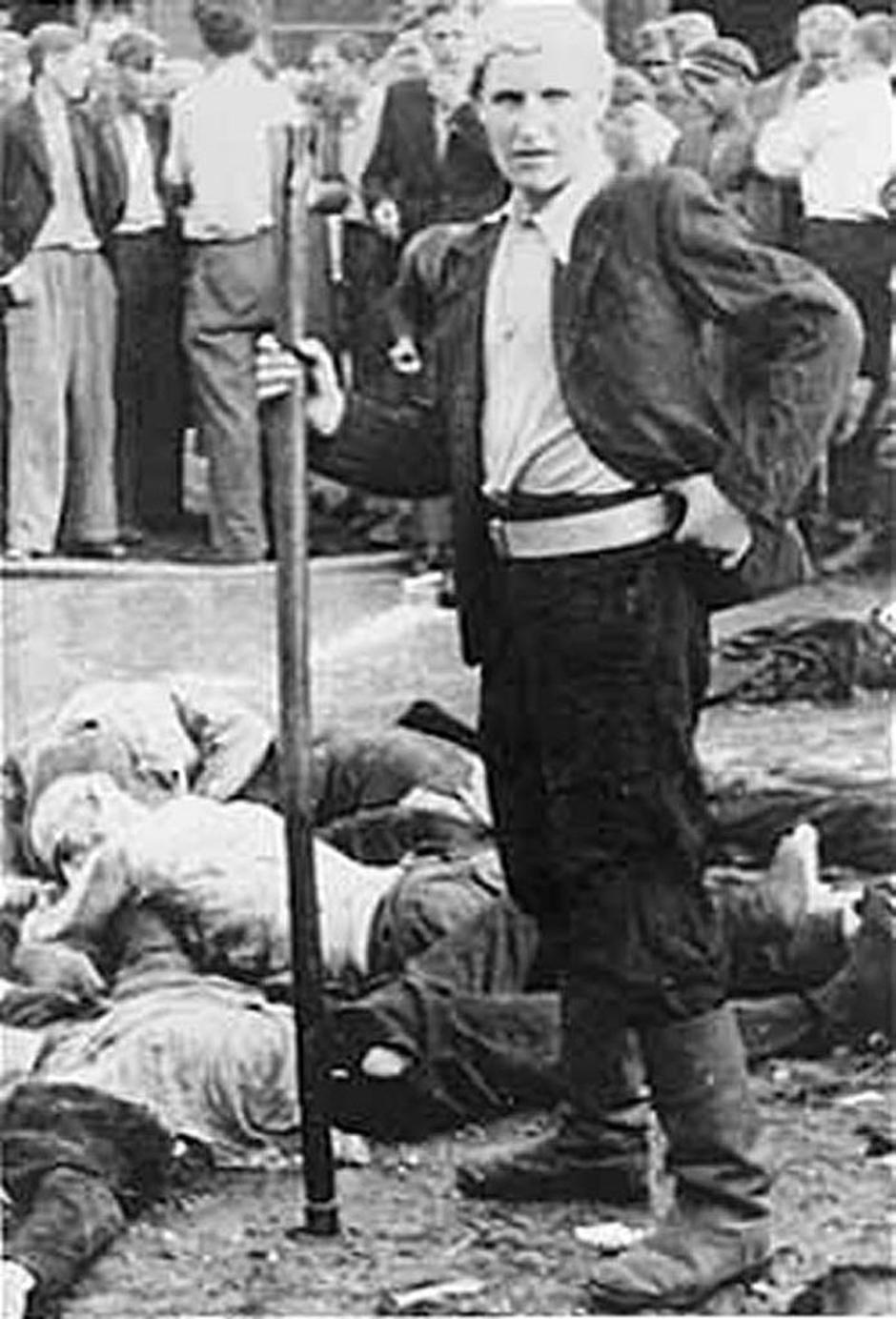 Литовец, названный «Торговцем смертью» из-за активного участия в резне 68 евреев в гараже Lietukis Каунас. 25-27 июня 1941