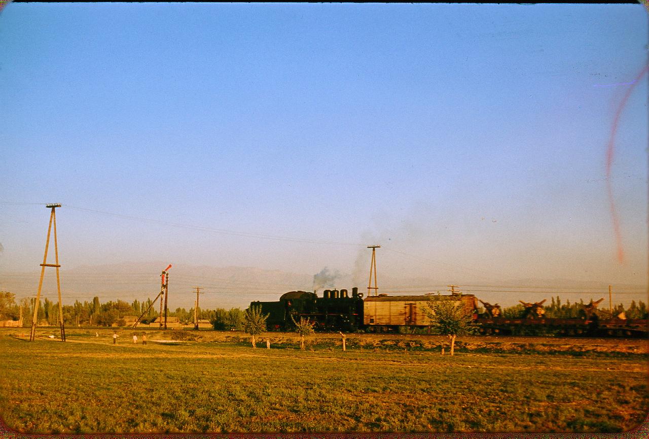 Поезд под Ташкентом