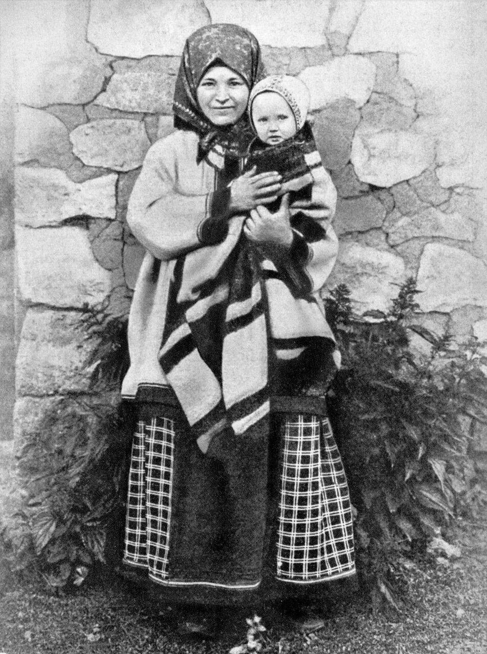 Крестьянка Тамбовской губернии с ребенком