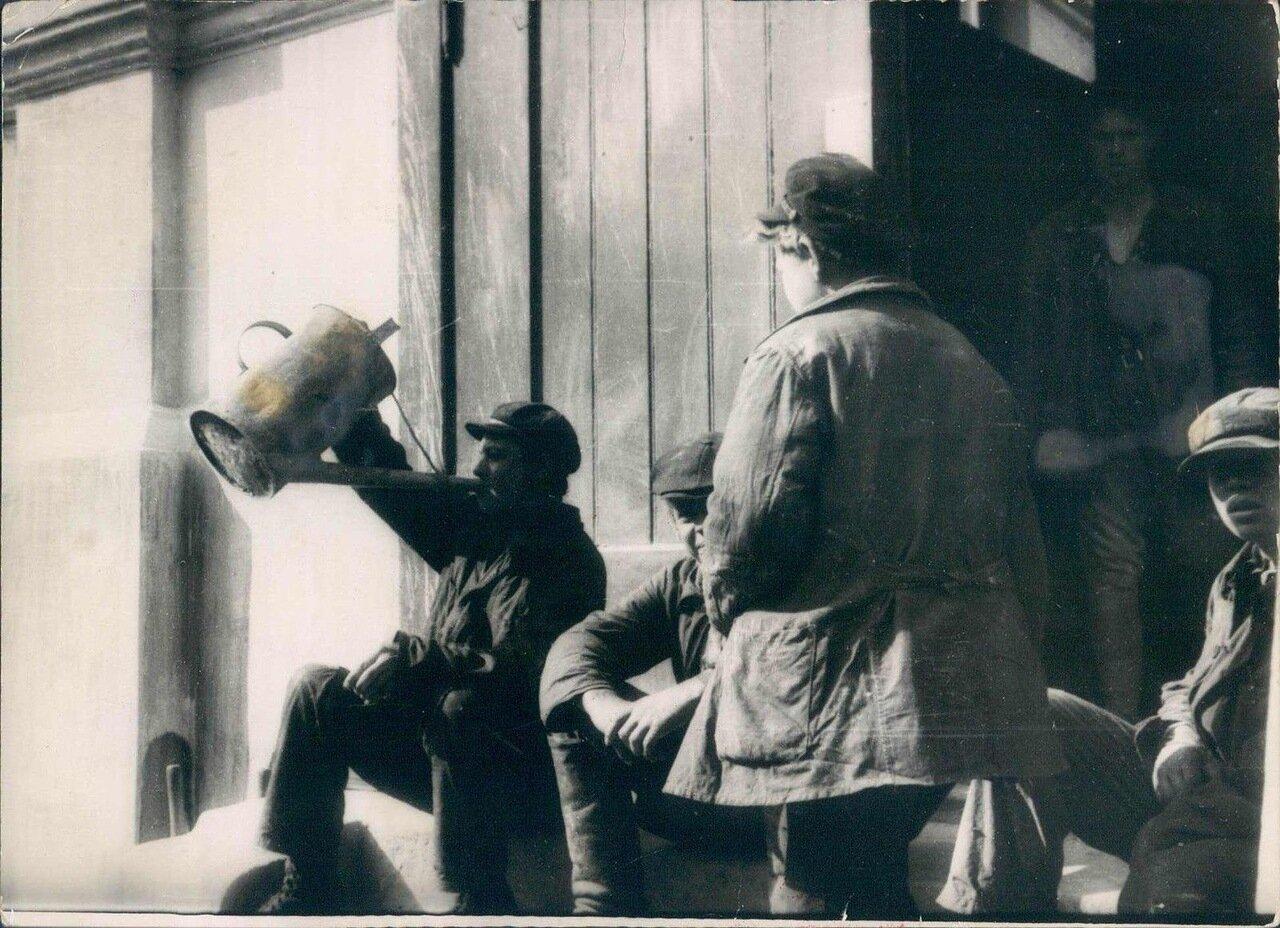 1925. Обед рабочих