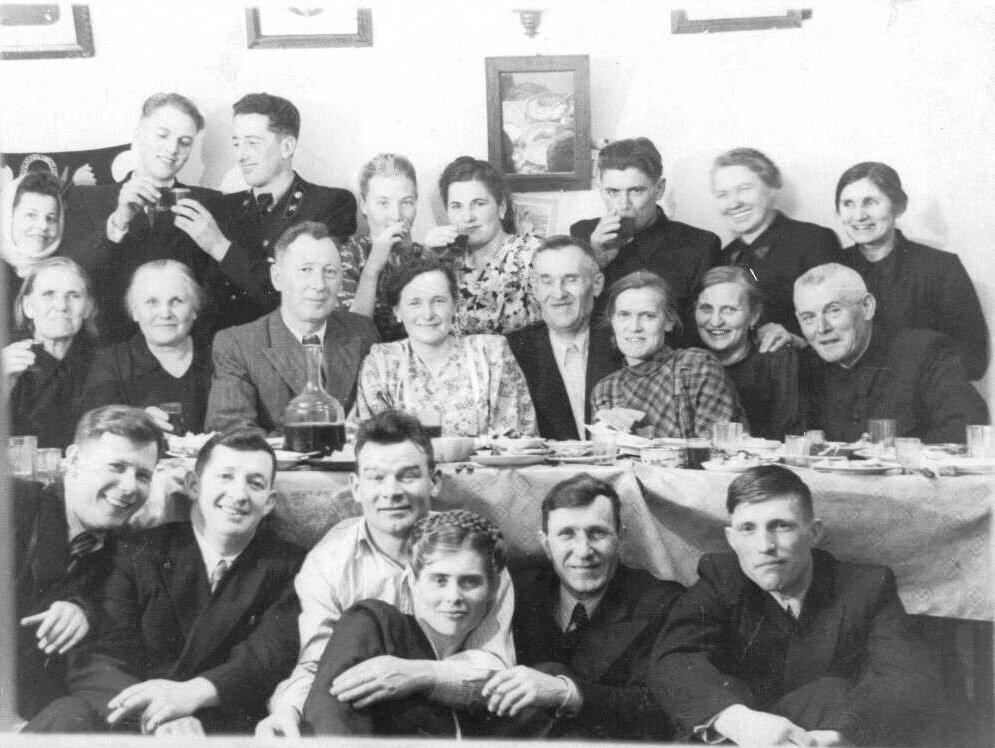 31 декабря уходящего 1954 года за столом у Лорешей в Копейске