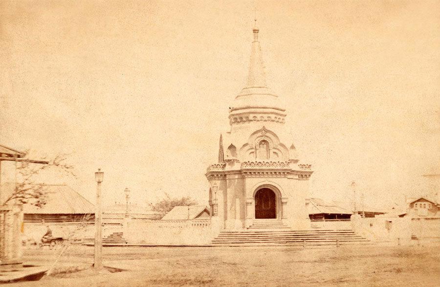 Часовня во имя Христа Спасителя на углу Ивановской и Большой улиц. Фото А. К. Гофмана. Начало 1870-х