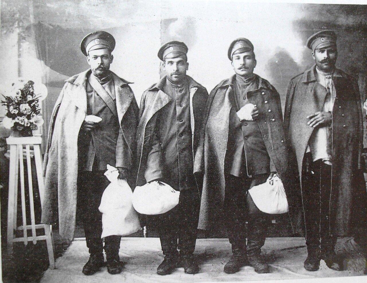 В салоне фотографа,1915