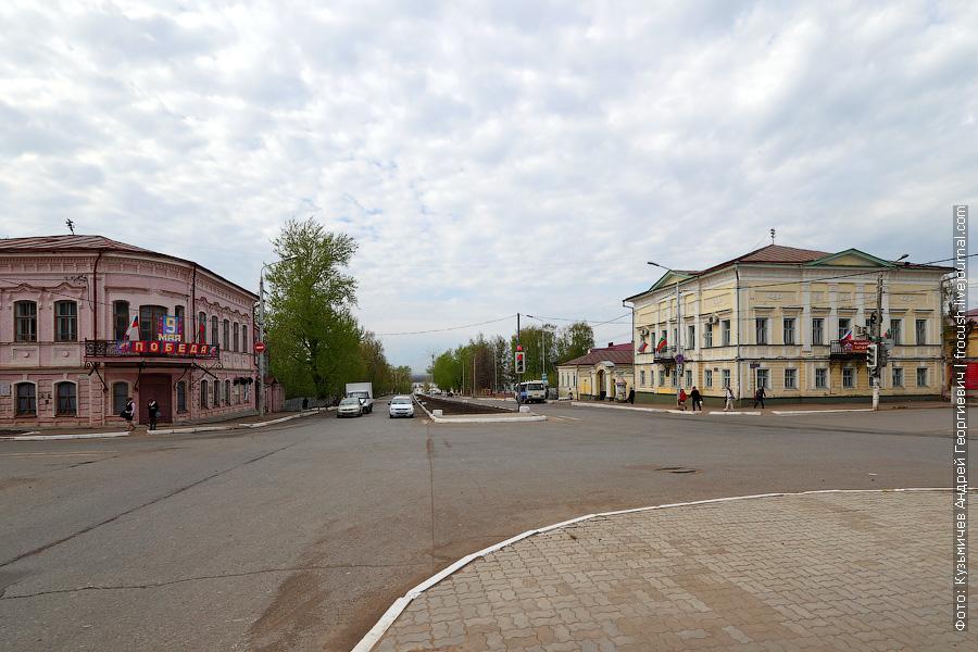Перекресток улиц Карла Маркса и Льва Толстого